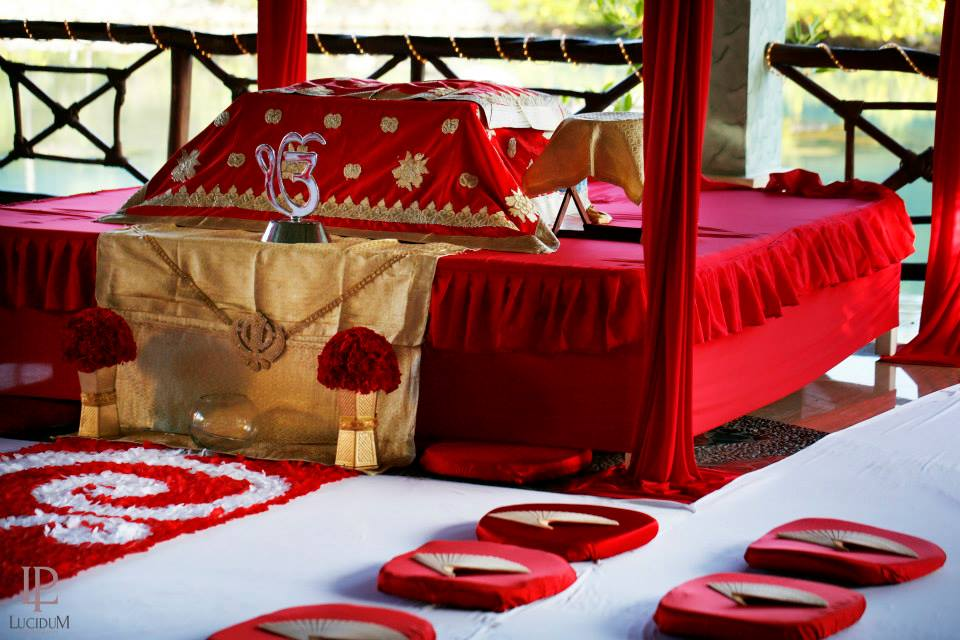 palki in red for a sikh wedding in mexico by latin asia one stop solution